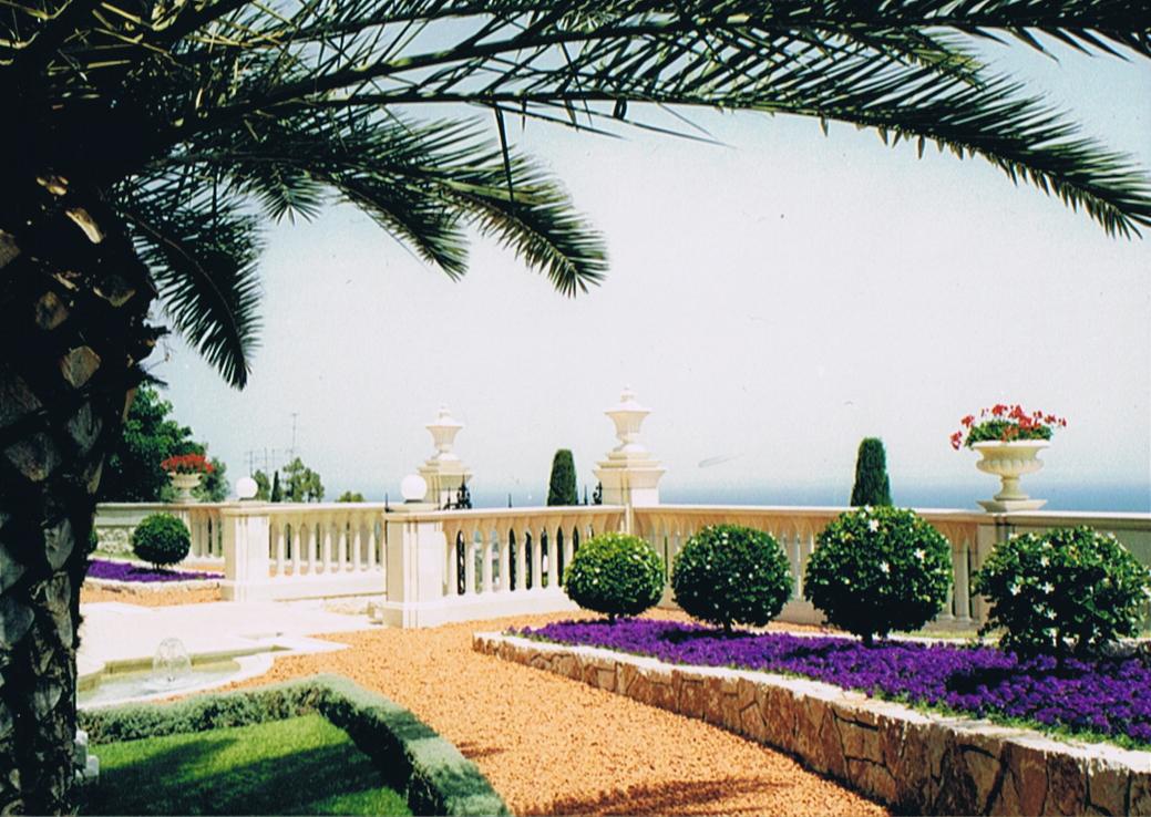 A bahá'í kert - W. Farkas László fotója (c) Magyarországi Bahá'í Közösség www.bahai.hu