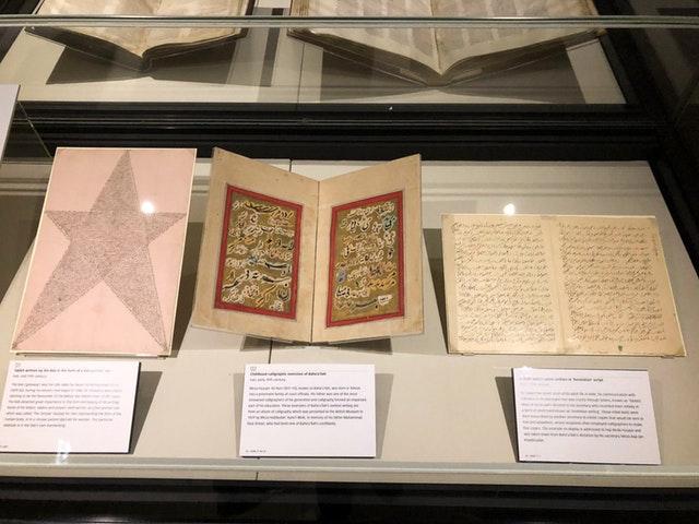 A Báb és Bahá'u'lláh eredeti művei a British Library kiállításán