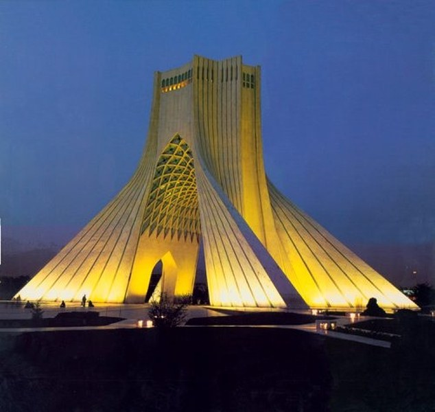 A modern Irán jelképe, a teheráni szabadság emlékmű (Azadi Tower) tervezője nem élvezheti a szabadságot. Hossein Amanat 30 éve nem térhetett vissza szülőföldjére bahá'í hite miatt. (c) http://www.amanatarchitect.com