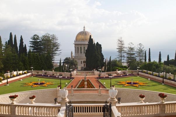 A bahá'í hit legismertebb épülete, a Báb sírszentélye (Haifa, Izrael). A világvallás észak-palesztinai zarándok-helyeit 2008. július 8-tól a Világörökség részévé választották. (c) Bahá'í Nemzetközi Hírszolgálat news.bahai.org