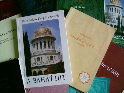 Bahá'í írások, szent könyvek és szent szövegek ingyenes letöltése erről az oldalról