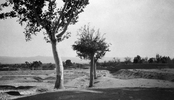 Bahá'u'lláh összegyűjtötte a Báb legkiemelkedőbb tanítványait 1848-ban. A Badasht-i konferencián forradalmi változásokat tettek: kihirdették a bábí vallás függetlenségét az iszlámtól. A képen Badasht látható 1930 körül © Bahá'í Nemzetközi Közösség www.bahai.org