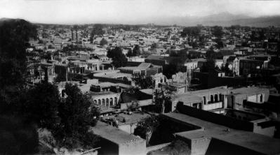Teherán látképe, ahol Bahá'u'lláh született 1817-ben. A fénykép 1930 körül készült. © Bahá'í Nemzetközi Közösség
