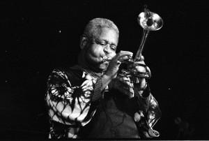Dizzy Gillespie, amerikai zenészről, mint minden idők egyik legnagyobb jazz trombitásáról emlékeztek meg születésének 100. évfordulója alkalmából (Fénykép: Roland Godefroy, a Wikimedia Commons jóvoltából)
