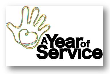 """Az """"Éves Szolgálat"""", az Egyesült Királyság kormánya által támogatott program logója. A program célja a példamutatás mások önzetlen szolgálata alapelv szerint, valamint az Egyesült Királyság kilenc fő vallási közössége együttműködésének elősegítése. © Bahá'í Nemzetközi Hírszolgálat news.bahai.org"""