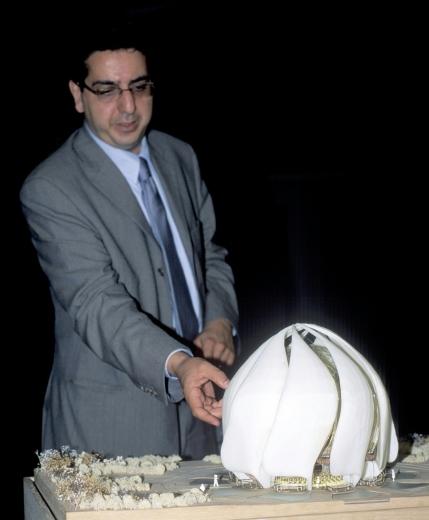 """A chilei """"fény templom"""" tervezője, Siamak Hariri © Bahá'í World News Service news.bahai.org"""