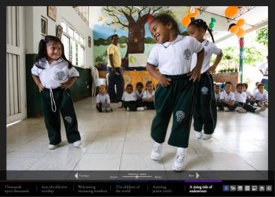 Az új fényképgyűjtemény egyike egy kolumbiai gyermekosztályról készült