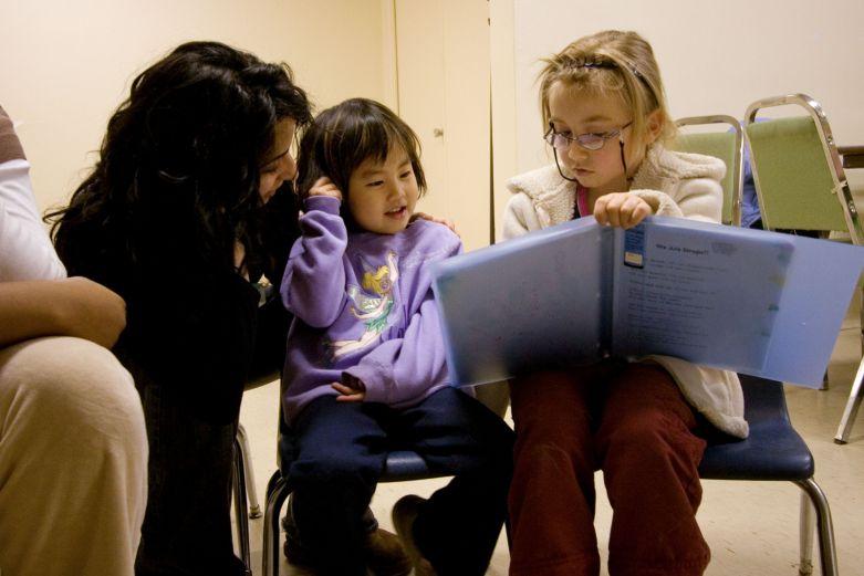 Gyerekosztályok, a gyermekek lelki és szellemi képességeinek fejlődéséhez © Bahá'í Nemzetközi Közösség www.bahai.org