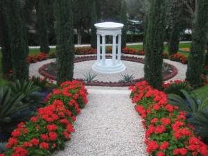 A hit fogalma: tudatos tudás és jó cselekedetek gyakorlása (Bahá'í kert, Haifa, Izrael) (c) Magyarországi Bahá'í Közösség www.bahai.hu