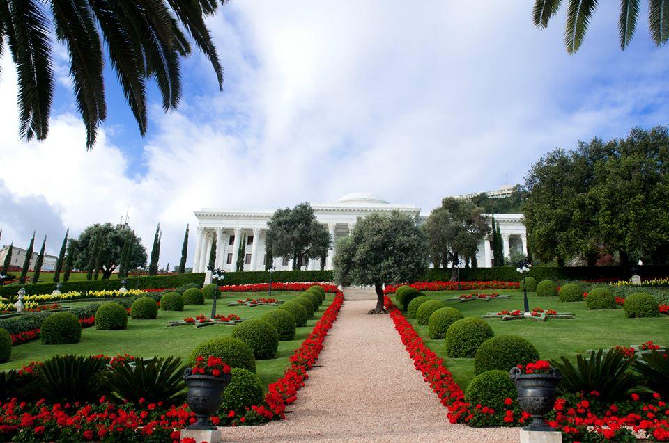 Az Igazságosság Egyetemes Házának székhelye a Világörökség részének választott gyönyörű kertben © Brazíliai Bahá'í Közösség www.bahai.org.br
