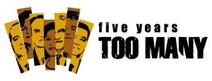 """Az """"Öt év túl sok"""" kampány logója"""
