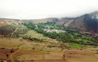 Ivel falu látképe, ahol több mint 160 éve laknak földművességgel foglalkozó bahá'í-ok (Mazandaran tartomány, Irán)