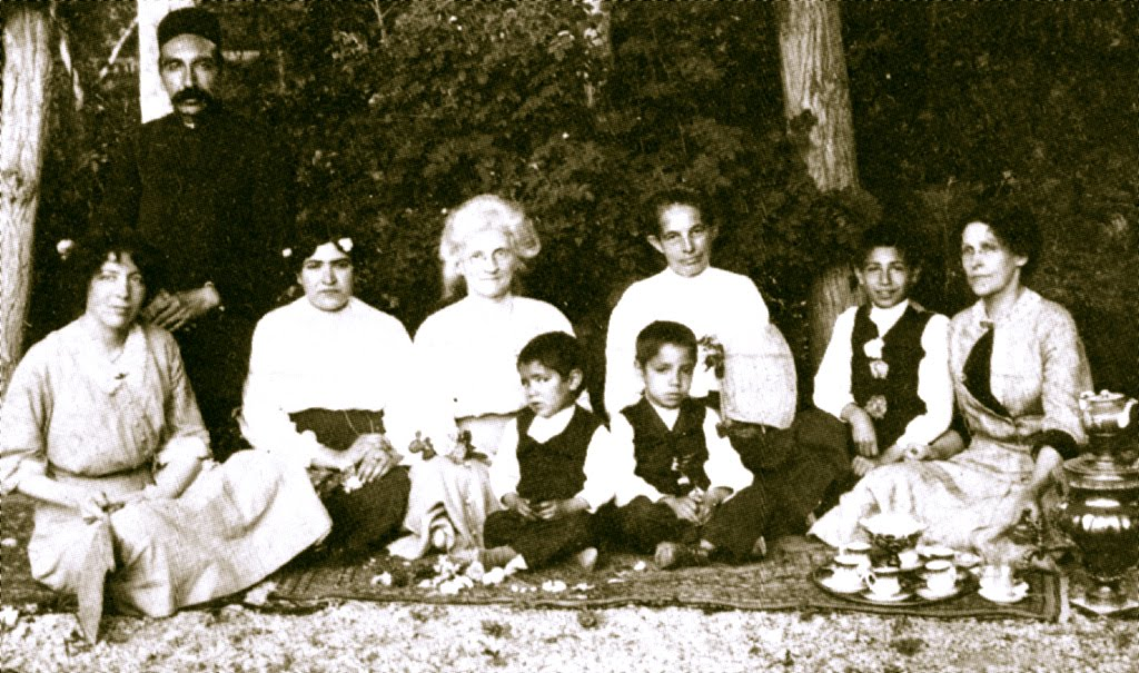 Dr. Moody és bahá'í-ok egy teheráni pikniken, 1911-ben (c) Baha'is of the United States www.bahai.us