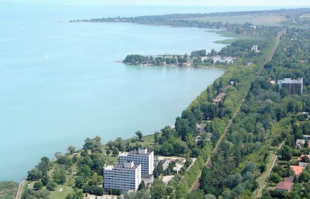 Az iskola helyszíne a Balaton partján (c) www.balatonfoldvar.hu