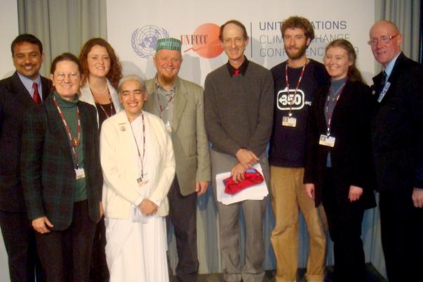 Különböző vallási közösségek képviselői beszéltek a Klímaváltozás Vallásközi Nyilatkozat sajtókonferenciáján, mely része volt az ENSZ Klímaváltozás Konferenciájának, amit december 7. és 18. között rendeznek Koppenhágában.