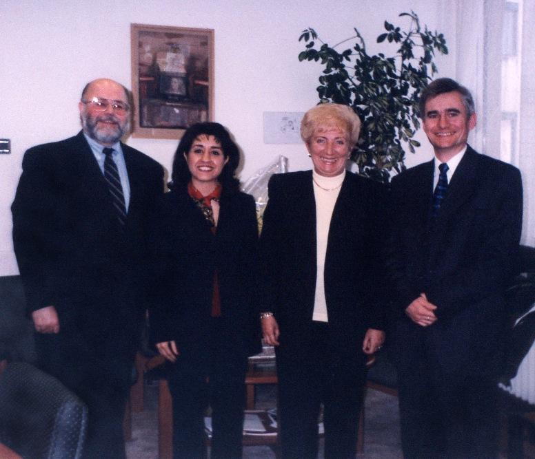 Kósáné Kovács Magda, a Parlament Kisebbségi és Egyházügyi Bizottságainak elnöke a bahá'í közösség képviselőivel
