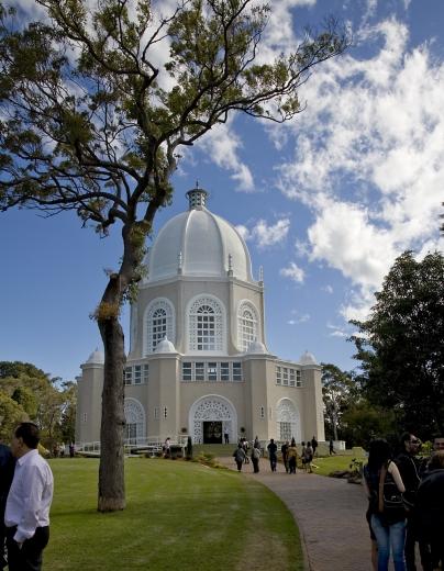 Az ausztrál bahá'í vezető testület 75. évfordulójának alkalmából rendezett fogadást a sydney-i bahá'í imaházhoz tartozó területen tartották, melyet áhítatprogram követett a templomon belül.