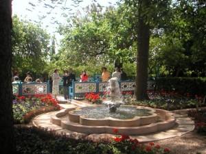 Szökőkút a Ridván (Paradicsom) kertben (c) Magyarországi Bahá'í Közösség www.bahai.hu