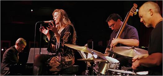 A Tierney Sutton Band mindkét előző lemezét Grammy díjra jelölték.
