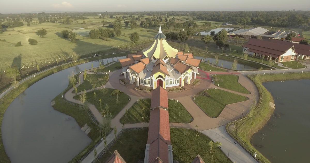 Az újszerű kambodzsai templom © Bahá'í Nemzetközi Hírszolgálat news.bahai.org