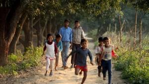 A Világ világossága című film egyik képkockáján fiatalok közösségépítési tevékenységben vesznek részt © Bahá'í Nemzetközi Hírszolgálat news.bahai.org
