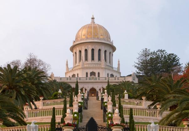 A világvallások között földrajzi értelemben a bahá'í hit a második legelterjedtebb. Fotón a világvallás egyik központi épülete, a Báb sírszentélye (Haifa, Izrael) (c) Bahá'í Nemzetközi Közösség www.bahai.org